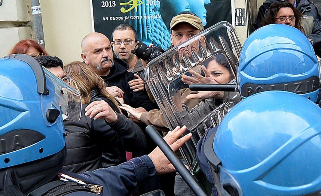 polizia manifestazione sciopero proteste