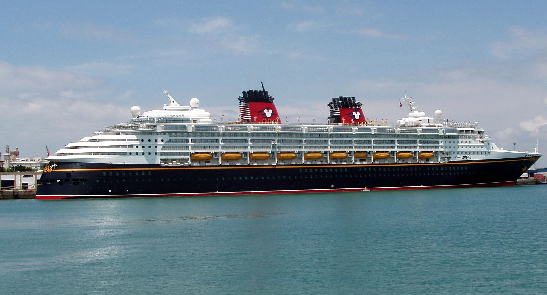 La Disney Magic arriva a Salerno. E' il parco giochi più grande sul mare
