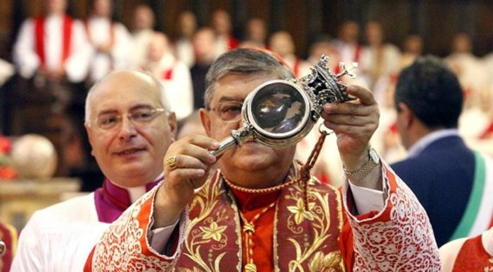 Napoli, si rinnova miracolo di San Gennaro: il sangue si è sciolto