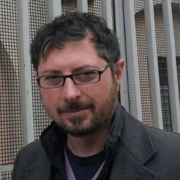 Acerra, schiuma bianca da tombini: la denuncia di volontari e istituzioni