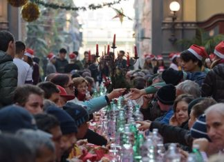 Alla Mostra d'Oltremare il pranzo di Natale per mille indigenti