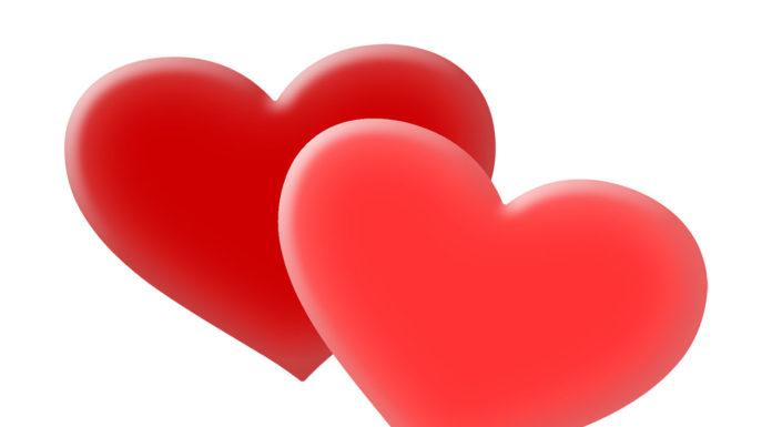 un cuore rosso bacheca di facebook