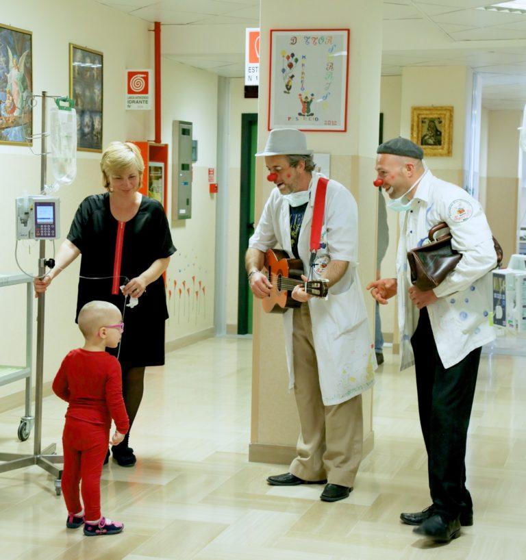 """Volontariato nei reparti pediatrici a """"Una radio per un aiuto"""""""