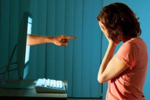 Cronaca di Salerno, 17enne vittima di cyberbullismo