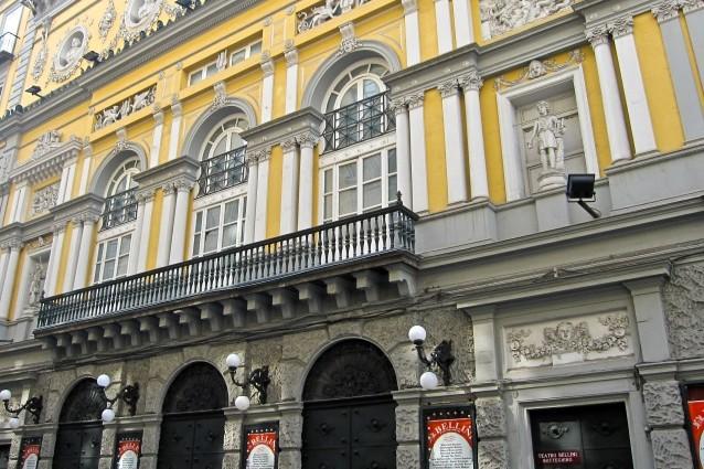 Teatro Bellini, giovane attrice si suicida nella struttura