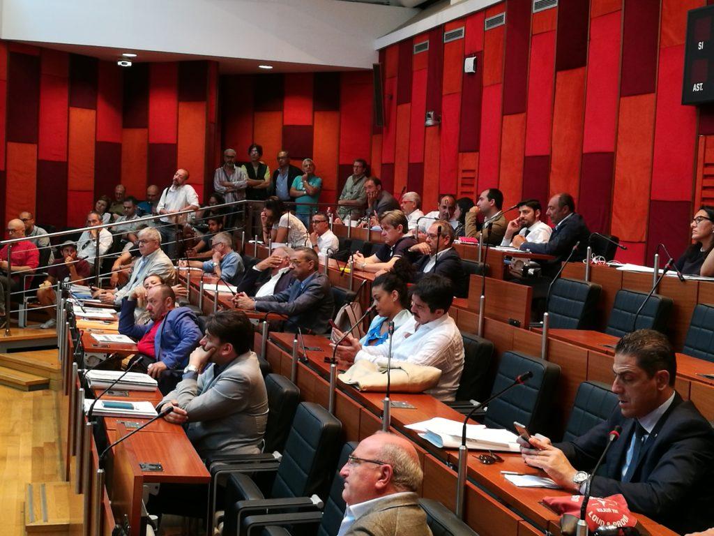 Napoli manca il numero legale in consiglio comunale 2a news for Numero legale parlamento