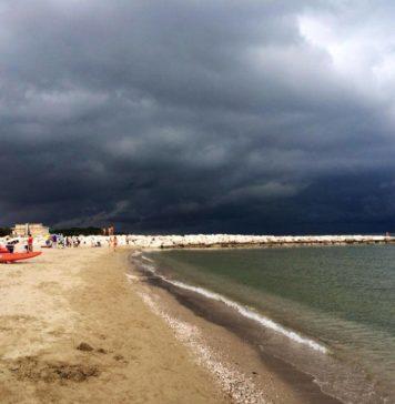 Meteo Campania, previsti forti temporali e temperature in calo