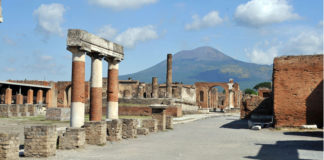 Blitz a Pompei contro una pasticceria che vendeva merce anonima