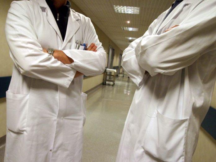 Malasanità: pazienti assistiti per terra al pronto soccorso di Nola