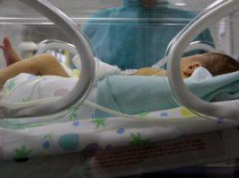 Madrid: neonato trovato in un bidone della spazzatura da un senzatetto