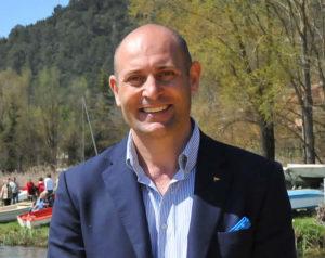 Achille Ventura, è stato riconfermato presidente del Circolo Canottieri Napoli.Ha ottenuto 274 voti contro i 200 dello sfidante, l'olimpionico di canottaggio, Davide Tizzano.