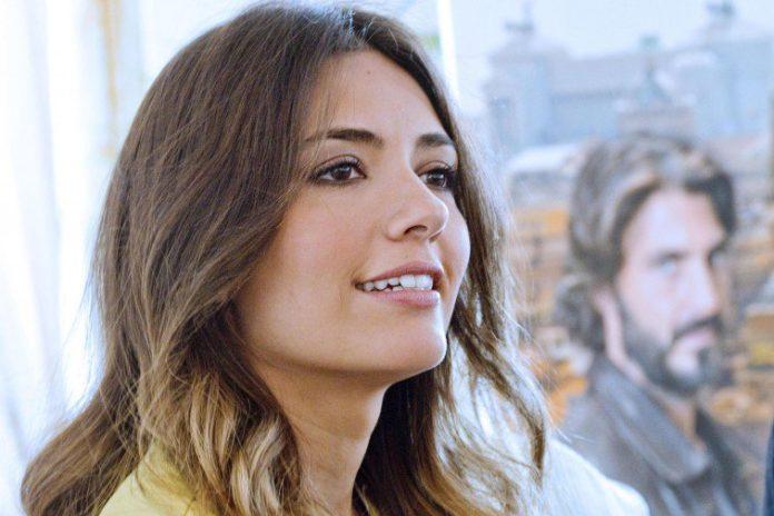 Serena Rossi a La Reggia Outlet parla della fiction su Mia Martini
