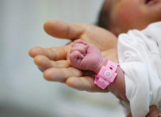 Neonati prematuri, all'Ospedale Betania di Ponticelli la TIN apre ai familiari