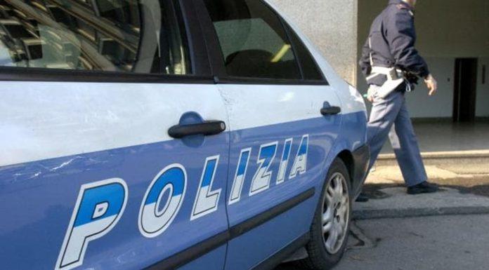 Cronaca di Napoli, clandestino scappa sui tetti e lancia sassi alla Polizia