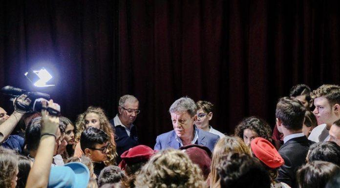 Il corso prevede le lezioni di Recitazione alle quali si aggiungono le lezioni di: Dizione, Trucco Teatrale e Cinematografico, Canto, Movimenti Coreografici, Recitazione Cinematografica e Televisiva, Storia del Teatro, Giornalismo e Critica Teatrale, Mimo Corporeo e Training Psicofisico.
