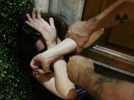 Caserta, donna picchiata e marchiata a fuoco dal compagno