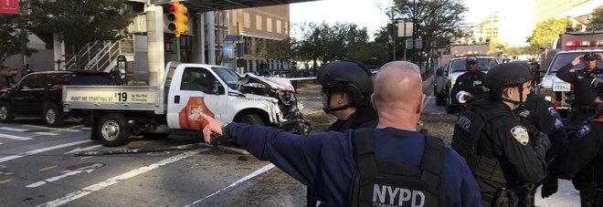 Paura a New York, veicolo su pista ciclabile, 4 morti