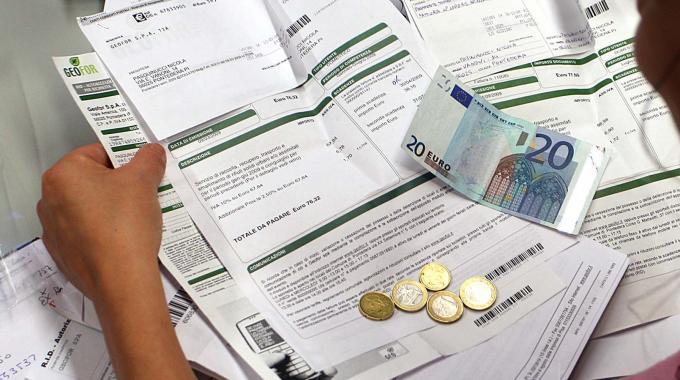Bolletta luce per single o coppie di lavoratori: ora si paga di più