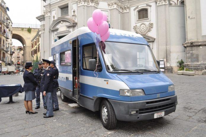 Festa della Donna: Il Camper antiviolenza della Polizia a Piazza del Plebiscito