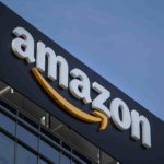 """Amazon ritira dalle vendita decorazioni natalizie e apribottiglie a tema """"Auschwitz"""""""