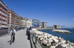 Napoli, donna tenta il suicidio per i sigilli agli ormeggi abusivi