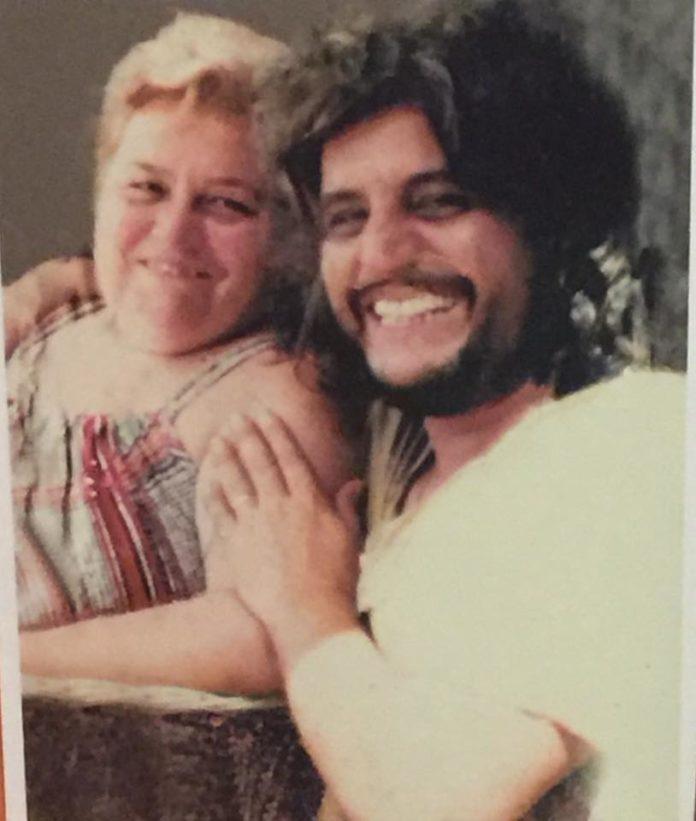 Pino Daniele, commuove la foto con la mamma sul web