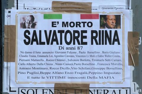 A Ercolano spuntano manifesti funebri contro Riina