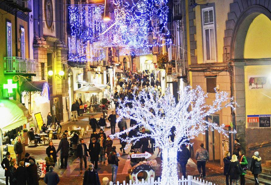 Immagini Di Napoli A Natale.Comune Di Napoli Fallita L Intesa Per Le Luci Di Natale