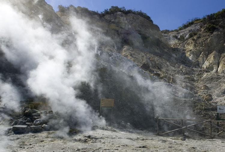 Campi Flegrei, aumentato il tremore sismico delle fumarole