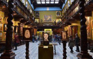 Visita al Museo Filangieri, detto anche 'il palazzo che cammina'