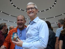 iPhone X, in Italia è coda ai negozi e record di preordini