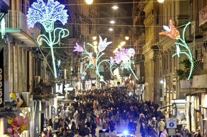 Comune di Napoli, polemica de Magistris-Camera di commercio sulle luci di Natale