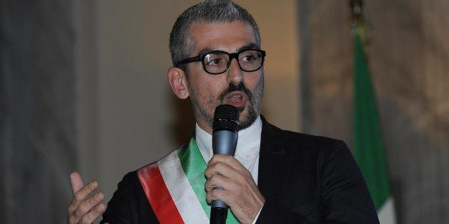 Mattia Palazzi, sindaco di Mandova indagato: sesso in cambio di fondi