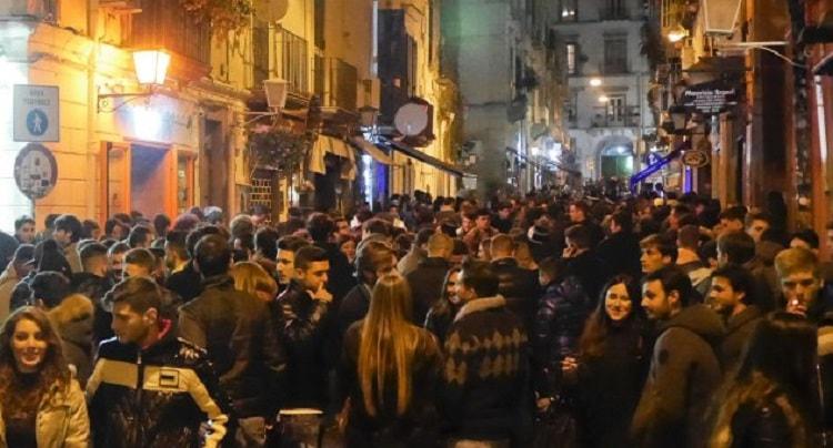 Napoli, Decumani: multati e chiusi alcuni locali della 'movida'