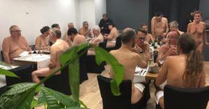 A Parigi il nuovo locale per i nudisti. Anche in Italia locali simili