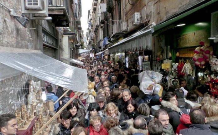 San Gregorio Armeno, commercianti denunciano la mancanza di controlli