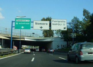Napoli, Tangenziale: paura per lanci di sassi dal cavalcavia