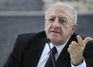 Vincenzo De Luca contestato dai medici al convegno della Cgil