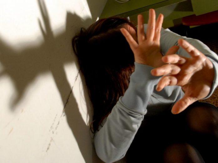Scisciano, picchia la moglie e la minaccia con un'ascia: arrestato