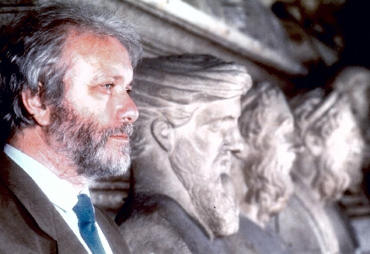 Addio a Luciano De Crescenzo. Funerali a Napoli. Due giorni di lutto cittadino