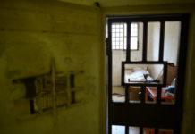 Deceduto in carcere dopo una rapina. Le accuse del complice alla compagna