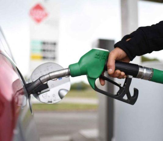 Giugliano, fa benzina e non paga: al proprietario intestati 900 veicoli