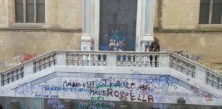 Cronaca di Napoli, fiaccolata contro il degrado del Centro Storico