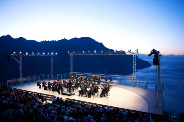 Il Ravello Festival 2021 omaggia Enrico Carusosul Belvedere di Villa Rufolo
