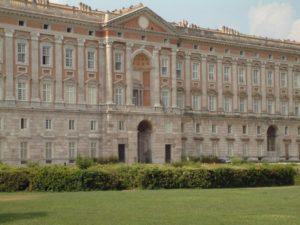 Reggia di Caserta, polemiche sulle nozze: si temono danni al patrimonio artistico