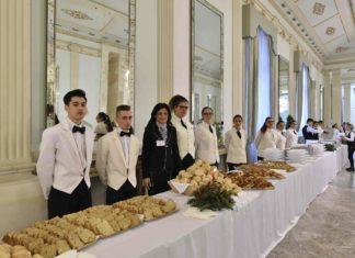 Pranzo di Natale per i poveri nel Foyer del Teatro San Carlo
