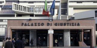 Cronaca di Napoli. Carabiniere si spara in tribunale con un colpo di pistola