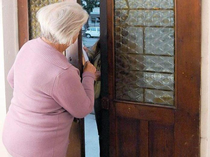 Barano d'Ischia: scoperto mentre tenta di rubare a casa di una anziana