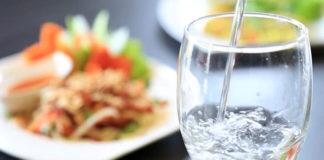 Bere acqua aiuta a combattere stanchezza e stress