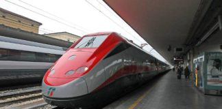 Trasporti, ritardi per un treno uscito da binario Termini